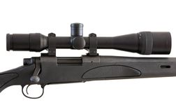 Rifle do atirador furtivo isolado no branco Fotos de Stock Royalty Free