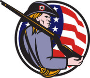 Rifle e bandeira americanos do Minuteman do patriota Fotos de Stock Royalty Free