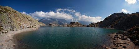 Riflessione alpina del lago nelle alpi francesi Fotografia Stock Libera da Diritti