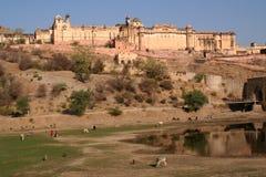 Riflessione ambrata dell'acqua di Jaipur India della fortificazione Fotografia Stock