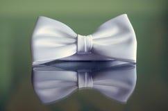 Riflessione bianca di cravatta a farfalla Fotografie Stock Libere da Diritti