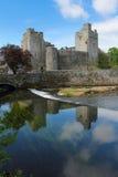Riflessione del castello di Cahir Immagine Stock