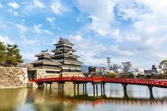 Riflessione del castello di Matsumoto con luce calda nella mattina Fotografia Stock Libera da Diritti