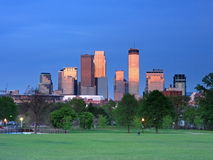 Riflessione del centro di Minneapolis di colore rosso Fotografia Stock Libera da Diritti
