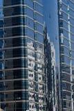 Riflessione del centro sugli edifici per uffici Fotografia Stock