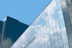 Riflessione del cielo blu Immagine Stock