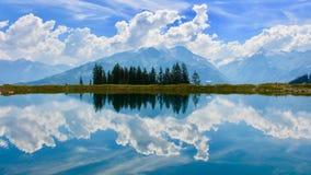 Riflessione del cielo in un lago Fotografia Stock