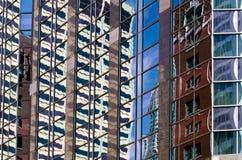 Riflessione del grattacielo di Chicago Fotografie Stock Libere da Diritti