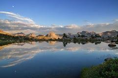 Riflessione del lago mountain Fotografie Stock