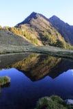 Riflessione del lago mountain Immagini Stock Libere da Diritti