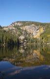 Riflessione del lago mountain nella caduta Immagini Stock Libere da Diritti