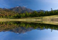 Riflessione del Monte Kinabalu a Sabah, Malesia orientale, Borneo Fotografia Stock Libera da Diritti