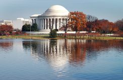 Riflessione del monumento del Jefferson Immagini Stock