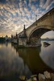 Riflessione del ponte di Charles, Praga, repubblica Ceca Fotografie Stock Libere da Diritti