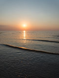 Riflessione del sole nel mare fotografie stock