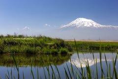 Riflessione del supporto dell'Ararat: vista dal villaggio di Ranchpar Fotografia Stock Libera da Diritti