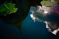 Riflessione dell'acqua della pagoda fotografie stock