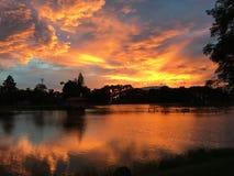Riflessione dell'acqua e di tramonto Immagine Stock