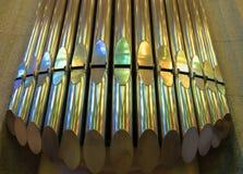 Riflessione dell'arcobaleno sulle canne d'organo Fotografia Stock