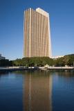 Riflessione dell'edificio per uffici Fotografie Stock