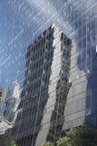 Riflessione dell'edificio per uffici moderno Fotografia Stock