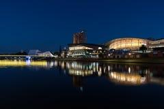 Riflessione della città di Adelaide alla notte Fotografia Stock