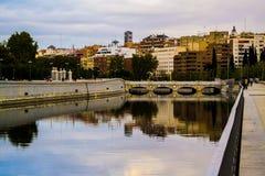 Riflessione della città di Madrid nel fiume Fotografia Stock