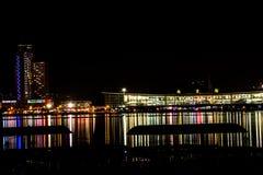 Riflessione della città di notte Fotografia Stock