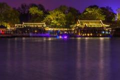 Riflessione della città di notte Fotografia Stock Libera da Diritti