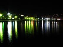Riflessione della luce notturna, oceano della spiaggia Fotografie Stock Libere da Diritti