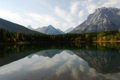 Riflessione della montagna e del lago Immagine Stock
