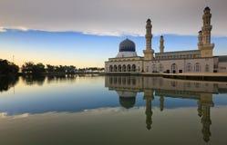 Riflessione della moschea di Kota Kinabalu Immagine Stock
