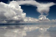 Riflessione della nube Fotografie Stock
