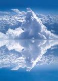 Riflessione della nube Fotografia Stock