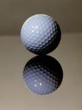 Riflessione della sfera di golf Fotografia Stock