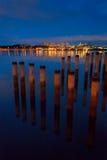 Riflessione delle colonne e delle costruzioni Fotografia Stock