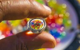 Riflessione delle palle di colore nell'idro palla del gel immagine stock libera da diritti