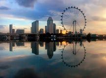 Riflessione di alba di paesaggio urbano Immagine Stock