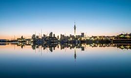 Riflessione di Auckland su alba Fotografia Stock Libera da Diritti
