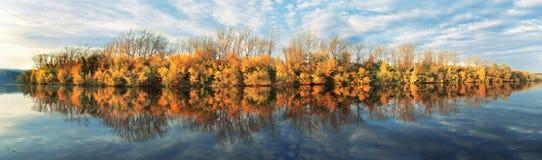 Riflessione di autunno Fotografia Stock