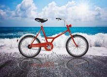 Riflessione di estate della spiaggia di Sun del mare della bicicletta di vettore Fotografia Stock