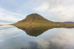 Riflessione di Kirkjufell Fotografia Stock