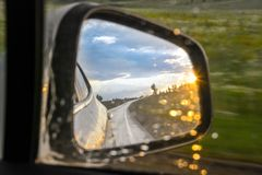 Riflessione di luce solare e dell'automobile fotografia stock libera da diritti