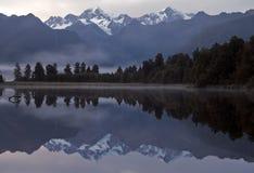 Riflessione di Matheson del lago Fotografie Stock