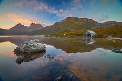 Riflessione di mattina nel lago dove Fotografie Stock Libere da Diritti