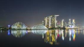 Riflessione di Singapore alla notte Immagini Stock Libere da Diritti