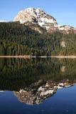 Riflessione di specchio del picco di montagna Immagini Stock Libere da Diritti