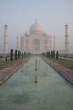 Riflessione di Taj Mahal in stagno lungo Immagine Stock Libera da Diritti
