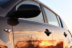 Riflessione di tramonto dell'automobile Fotografia Stock