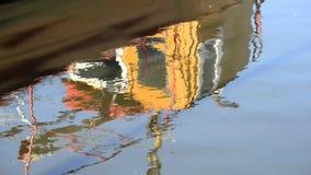 Riflessione di una barca nel porto Fotografie Stock Libere da Diritti